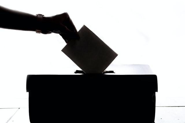 Ubacivanje glasačkog listića